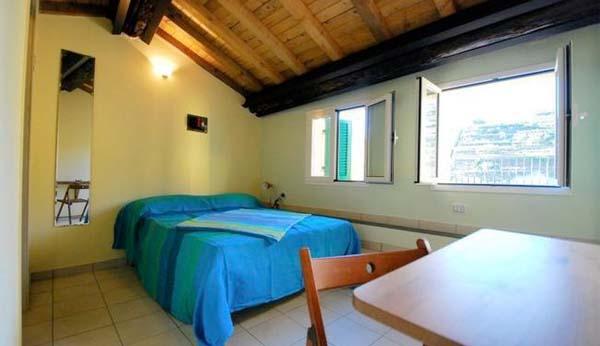 ferienhaus ligurien am meer 8 personen manarola ferienhaus ligurien. Black Bedroom Furniture Sets. Home Design Ideas